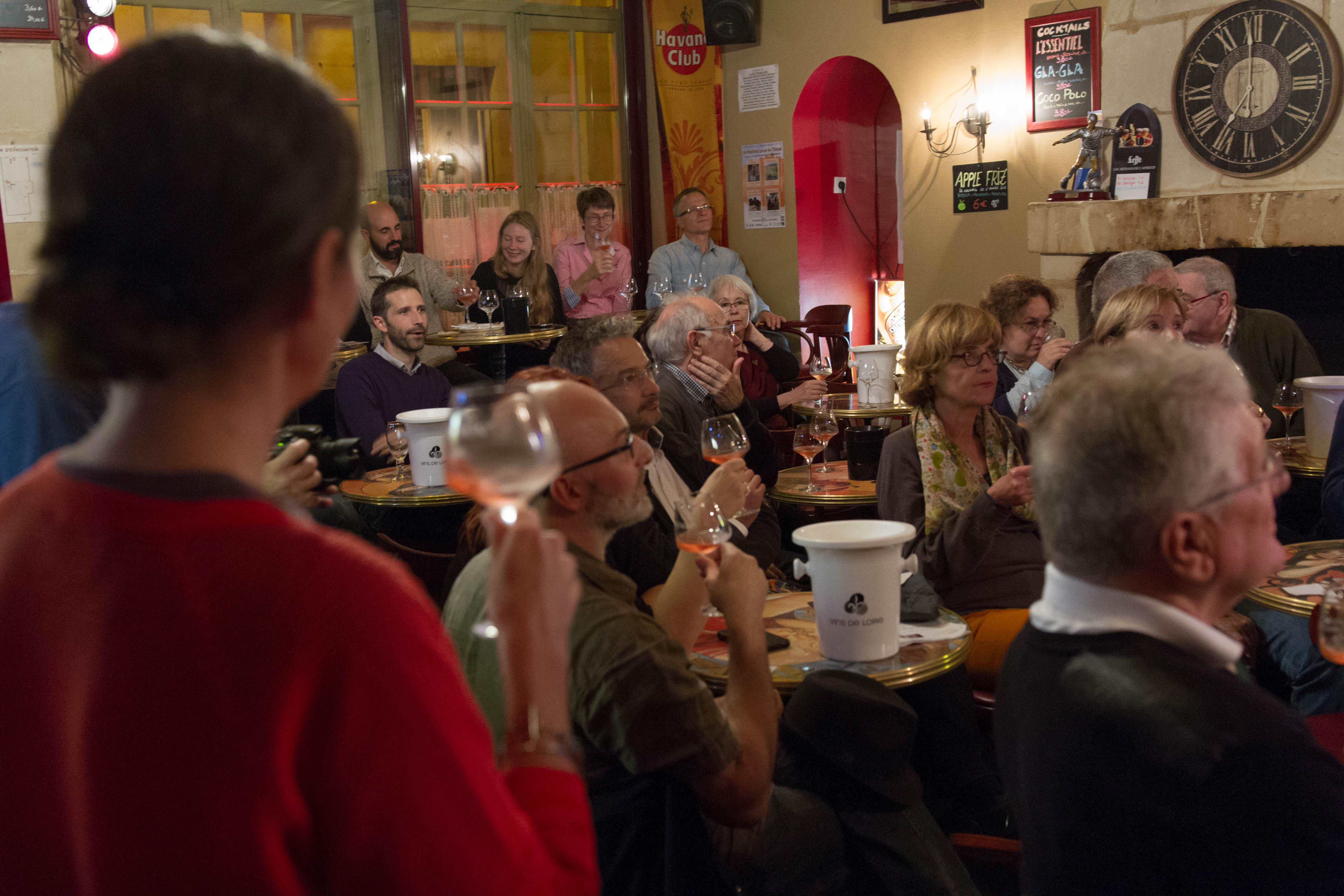 Dégustation de vin de Chinon au Café Français Photo (c) Fabienne Boueroux