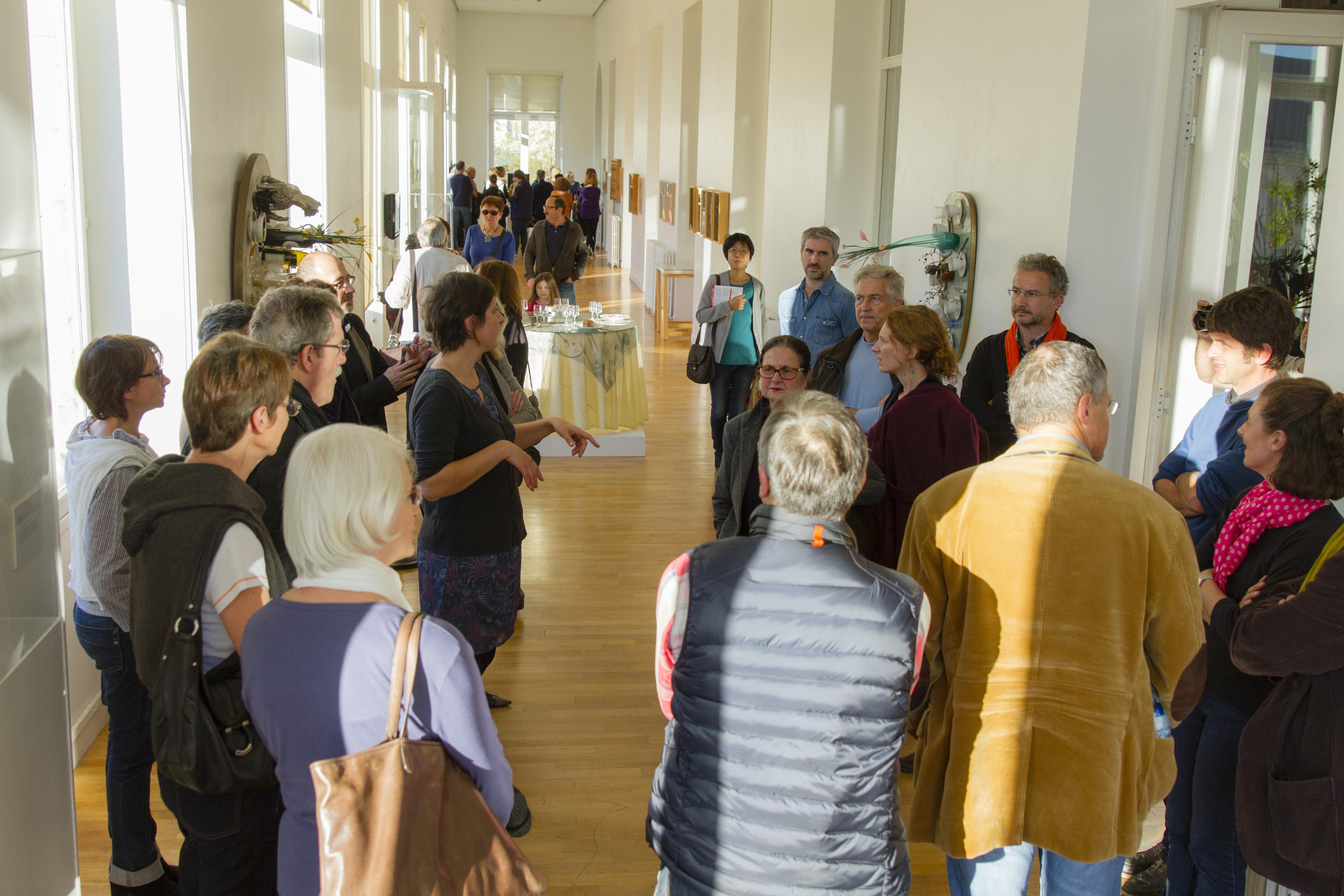 Visite de l'exposition de Daniel Spoerri par Cindy Daguenet à la Mairie de Tours Photo (c) Fabienne Boueroux